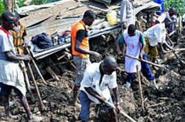 Residents of Mbale in eastern Uganda search for bodies in the debris of a 03 Mar 2010 landslide triggered by torrential rain
