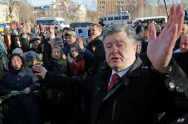 """Ukraine's President Petro Poroshenko speaks with people after a wreath laying ceremony at the monument to the fallen Heroes of the """"Heavenly Sotnya"""" (Hundred) in Kiev, Ukraine, Nov. 21, 2014."""