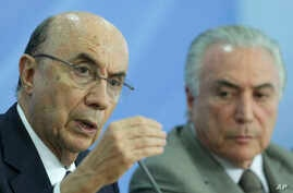 Economy Minister Henrique Meirelles (left) joins President Michel Temer during a press conference on new measures by the governement to stimulate the economy, at the Planalto Presidential Palace, in Brasilia, Brazil, Thursday, Dec. 15, 2016.