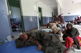 Internally displaced children suffering from cholera sleep inside a ward at Banadir hospital in Somalia's capital Mogadishu, August 2011. (file photo)