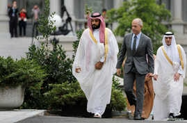 Saudi Arabia's Deputy Crown Prince and Minister of Defense Mohammed Bin Salman (L) arrives at the Oval Office of the White House for a meeting with U.S. President Barack Obama in Washington, June 17, 2016