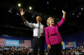 U.S. President Barack Obama waves to the crowd with Democratic presidential candidate Hillary Clinton during a Clinton presidential campaign event in Charlotte, North Carolina, July 5, 2016.