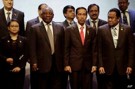Officials are seen flanking Indonesian President Joko Widodo (2nd from right), host of the Asia Africa Conference in Jakarta, Indonesia, April 21, 2015.