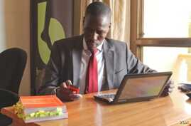 Gerald Abila, founder of Barefoot Law, answers Ugandans' legal questions by SMS, Facebook, Twitter and Skype. May 27, 2014. (H. Heuler/VOA News)
