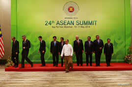 ASEAN leaders leave after taking a group picture at the 24th ASEAN Summit in Naypyidaw, Burma, May 11, 2014.