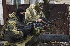 Russia-backed rebels take positions on the outskirts of Donetsk, eastern Ukraine, April 2, 2015.