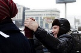 Russia's Democracy Movement Forms a Human Chain Around Kre