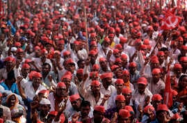 Indian farmers shout slogans during a rally at the end of their six day long march on foot, in Mumbai, India, Monday, March 12, 2018.