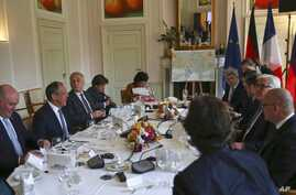 Sergei Lavrov, 2nd left, Foreign Minister of Russia, Jean-Marc Ayrault, 3rd left, Foreign Minister of France, Pavlo Klimkin, 3rd right, Foreign Minister of Ukraine and Frank-Walter Steinmeier, 2nd right, Foreign Minister of Germany sit at a table pri