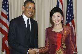 U.S. President Barack Obama poses with Thai Prime Minister Yingluck Shinawatra during to their meeting at the Government House in Bangkok, November 18, 2012.