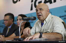 Jesus Torrealba (R), secretary of the Venezuelan coalition of opposition parties (MUD), speaks during a news conference in Caracas, Venezuela, Dec. 8, 2015.