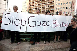 Demonstrators hold a sign against the blockade of the Gaza Strip near Prime Minister Benjamin Netanyahu's residence in Jerusalem, 31 May 2010