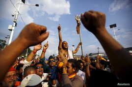 A Hindu activist (C) holding a trident chants slogans near a police line during a protest rally that tries to break through a restricted area near parliament, in Kathmandu, Nepal, Sept.1, 2015.