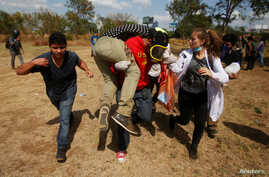 An injured demonstrator is carried away by fellow demonstrators during a protest over a controversial reform to the pension plans of the Nicaraguan Social Security Institute in Managua, Nicaragua, April 20, 2018.