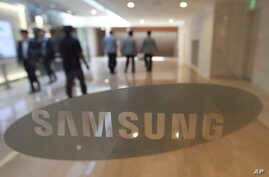 The corporate logo of Samsung Electronics Co. is seen at its shop in Seoul, South Korea, Oct. 12, 2016.