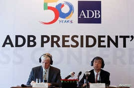 Asian Development Bank President Takehiko Nakao, right, and Country Director for Vietnam Eric Sidgwick attend a news conference in Hanoi, Vietnam June 17, 2016.
