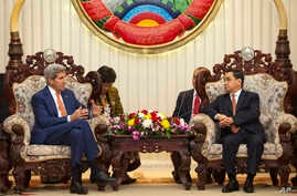 U.S. Secretary of State John Kerry, left, speaks with with Lao Prime Minister Thongsing Thammavong during their meeting at the Prime Minister's Office in Vientiane, Laos, Jan. 25, 2016.