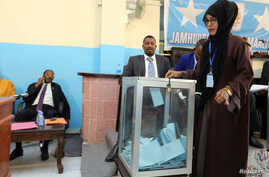 Somali legislator Ikran Yusuf Hirsi casts her ballot during the voting for the new Speaker of the Somali Federal Parliament in the capital Mogadishu, Somalia Jan. 11, 2017.