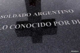 """FILE - A tombstone bearing the phrase """"Argentine soldier only known by God"""" is seen at Darwin cemetery, where the remains of Argentine soldiers who died during the Falklands War are buried, in the Falkland Islands, March 11, 2012."""