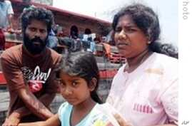 Sri Lankan Refugees Refuse to Leave Boat in Indonesia