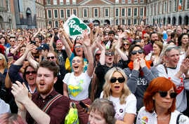 """People from the """"Yes"""" campaign react as the results of the Irish referendum on the 8th Amendment of the Irish Constitution are received,  at Dublin Castle, in Dublin, May 26, 2018."""
