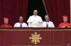 """Pope Francis delivers """"Urbi et Orbi"""" (to the city and to the world) blessing from the central balcony of St. Peter's Basilica, the Vatican, Dec. 25, 2014."""