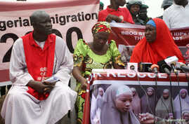 Esther Yakubu (C), the mother of the girl who introduced herself as Maina Yakubu in the recent Boko Haram video, attends a protest march in Abuja, Nigeria, Aug. 22, 2016.