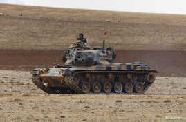 A Turkish army tank takes up position on the Turkish-Syrian border near the southeastern town of Suruc in Sanliurfa province, Sept. 29, 2014.