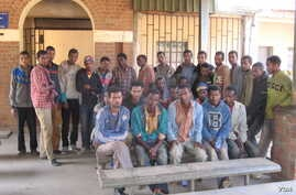 Illegal Ethiopian immigrants who were rounded up by the police, at an immigration office, in the northern district of Karonga, Malawi, Sept. 24, 2014. (Tiwonge Kumwenda/VOA)