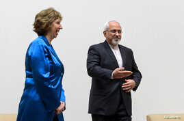 Iranian Foreign Minister Mohammad Javad Zarif (R) gestures next to European Union foreign policy chief Catherine Ashton , Oct. 15, 2013.