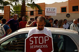 Spaniards Protest High Rate of Foreclosures, Debt