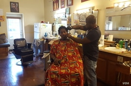 Barber Ray Jefferson has lived in Mount Pleasant for 25 years. (W. Gallo/VOA)