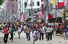 Police Clash With Protesting Workers in Bangladesh