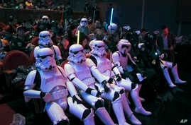 """Chinese fans, some dressing as Star Wars characters' costumes, wait for the premiere of """"Star Wars: The Force Awakens"""" in Shanghai, China, Dec. 27, 2015."""