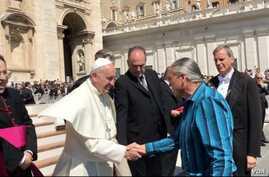 Steven Newcomb, co-founder of the California-based Indigenous Law Institute shakes hands with Pope Francis in Vatican Square, May 4, 2016.  Photo courtesy William B. Laronal, Jr.