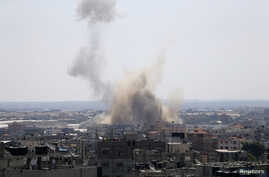 Smoke rises following what witnesses said was an Israeli air strike in Rafah in the southern Gaza Strip, August 8, 2014.