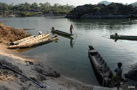 Fishermen prepare to launch from Don Khone. The Laos government is planning a $600 million dam for the area but has been reluctant to reveal details surrounding the proposal and the impact it will have on fish migration and fish stocks. (Luke Hunt fo