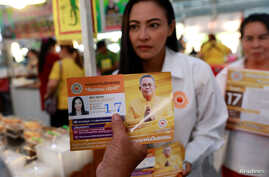Sirima Sarakul, 36, a candidate for the Pandin Dharma Party talks to supporters during their campaign rally in Bangkok, Feb. 25, 2019.