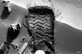 """NASA's Mars rover Curiosity cut a wheel scuff mark into a wind-formed ripple at the """"Rocknest"""" site to give researchers a better opportunity to examine the particle-size distribution of the material forming the ripple. (NASA/JPL-Caltech)"""