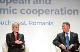 Croatian President Kolinda Grabar-Kitarovic (L) talks to Romanian counterpart Klaus Iohannis at the opening of the Three Seas Initiative Business Forum in Bucharest, Romania, Sept. 17, 2018.