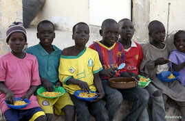 Children displaced as a result of Boko Haram attacks in the northeast region of Nigeria, eat at a camp for internally displaced persons (IDP) in Yola, Adamawa State, Jan. 13, 2015.