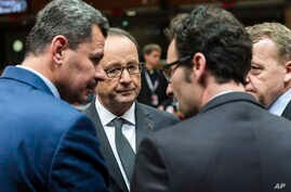 French President Francois Hollande, second from left, speaks with the mayor of Aleppo, Brita Hagi Hasan, left, and Danish Prime Minister Lars Lokke Rasmussen, second from right, during a meeting at an EU Summit in Brussels, Dec. 15, 2016. European Un