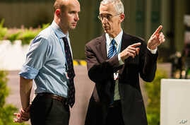 U.S. climate envoy Todd Stern, right, speaks with Marcin Korolec, Poland's environment minister, Warsaw, Nov. 23, 2013.