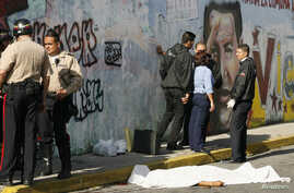 The body of a man lies on the street after he was shot dead when he tried to rob a policeman dressed in plain clothes in Caracas. (File)