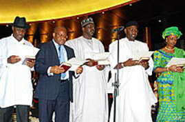 Nigeria's new cabinet ministers take the oath of office in Abuja on 06 Apr 2010