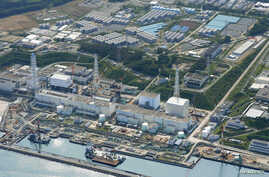 An aerial view shows the tsunami-crippled Fukushima Daiichi nuclear power plant and its contaminated water storage tanks (top) in this photo taken by Kyodo on August 31, 2013. (Reuters/Kyodo)