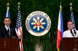 U.S. President Barack Obama speaks next to Philippine President Benigno Aquino III during a joint news conference at Malacanang Palace in Manila, Philippines, Apr. 28, 2014.