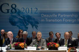 British Foreign Minister William Hague (L) and French Foreign Minister Laurent Fabius (R) listen as U.S. Secretary of State Hillary Clinton speaks during the G8 Deauville Partnership with Arab Countries in Transition meeting in New York, September 28