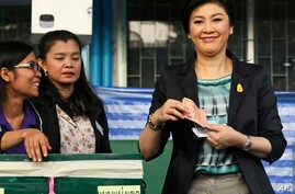 Thai Prime Minister and Pheu Thai party leader Yingluck Shinawatra poses before casting her ballot in Bangkok, Feb. 2, 2014.
