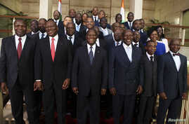Ivory Coast's President Alassane Ouattara (C) poses with officials of his new government at the presidential palace in Abidjan November 22, 2012. REUTERS/ThierryGouegnon (IVORY COAST - Tags: POLITICS)
